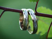 男性向け結婚指輪選びのポイントや価格の相場