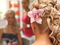 結婚式の髪型・ヘアスタイル決めに持っていきたい準備アイテム
