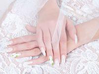結婚式の花嫁ネイルは自分で出来る!! 簡単ブライダルネイル術3つ