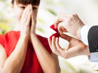 最近の婚約指輪の相場はいくら? 10万円代で購入する人も多数