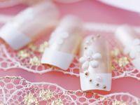 """結婚式はオシャレな """"ブライダルネイル""""で! 手元まできらめく花嫁に!"""