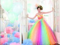 可愛い花嫁さんに♪カラフルなカラーウェディングドレス