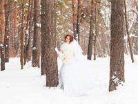 """冬の結婚式に着たい!""""雪""""モチーフの純白ウェディングドレス"""