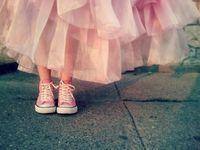 足元だってカジュアルに♪ドレスに合わせるスニーカーコーデ