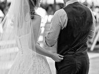 結婚式の二次会で新郎新婦感動のサプライズビデオとは?