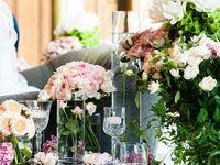 \まとまりのある洗練されたスタイルが素敵!/大人婚にもぴったりの装花コーディネート