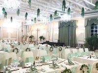 グリーンがいっぱい!ナチュラルな空間作りが魅力的な会場装飾*
