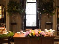 冬から春へ移ろう季節感をイメージした会場装飾&「さりげなさ」を意識したドレスコーディネ―ト