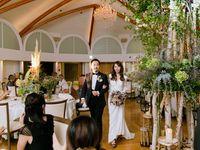馬車に乗って登場!ゲストも驚きの屋外挙式&高さ3mのシンボルツリーで会場装飾