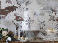 キラキラデコレーションが冬っぽい*《アラザン》で飾ったウェディングケーキ♪