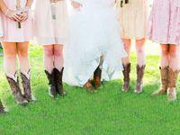 ブライダルシューズはもう古い?海外花嫁はウェディングドレスに《ブーツ》を合わせてる*