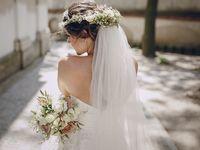 NY発ブランド《ラザロ》のキラキラウェディングドレスで、新・エレガント花嫁を目指す!