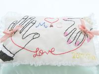 手作りリングピローの新定番!《ふたりの手》刺繍デザインがほっこりかわいい*