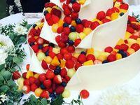 溢れる甘い幸せ*《フルーツシャワーケーキ》はウェディングケーキの新定番です