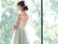 《Leaf for Brides( リーフ フォー ブライズ) 》のバックスタイルが魅力的なカラードレス5選