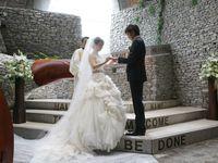 【結婚式拝見】軽井沢「石の教会」の静寂に包まれて♪父の背中を見つめて歩く螺旋のバージンロード