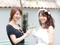 カジュアルな結婚式や1.5次会向け!ゲストの服装マナー