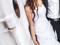 子供っぽいのは嫌!カッコいい花嫁になれるスタイリッシュなウェディングドレス