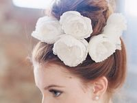 ウェディングドレス&和装の髪型♪生花を使ったヘアアレンジ
