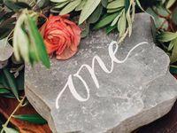 ナチュラル&ラスティックウェディングにおすすめ!「ストーン」装飾を結婚式に取り入れよう!