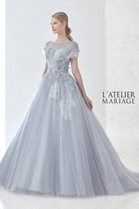 グレー系のウェディングドレスを探す