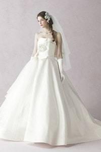 白・ホワイト系のウェディングドレスを探す
