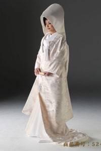 白無垢のウェディングドレスを探す