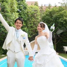 【結婚式拝見】世界のビールで乾杯!「青山迎賓館」で叶えたゲスト参加型のガーデンウェディング