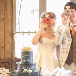 【結婚式拝見】テーマは「イギリスと白雪姫」、アットホームな1.5次会ウェディング
