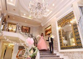 【結婚式拝見】一面にフォトジェニック!花々と巧みなDIYで彩られたおもてなしウェディング