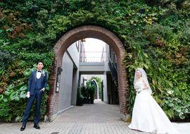 【結婚式拝見】「南青山サンタキアラ教会」にて大切な友人と創り上げた大人シンプルウェディング!