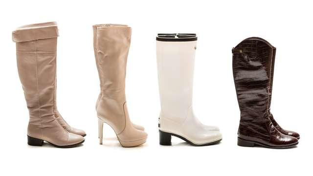 また、冬の寒い時期は足元が冷えるからといってブーツは基本的にNG。 挙式披露宴などのフォーマルな場では避けた方が無難です。