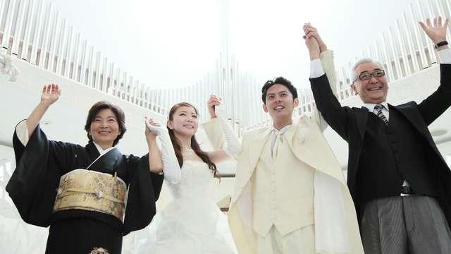 f53089fe8ee82 結婚式での両親の服装 父親・母親の衣装マナー