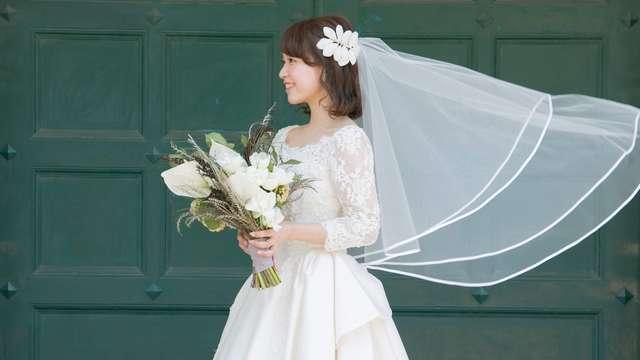 結婚式の白ブーケ