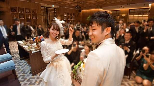 結婚式のビックスプーンでのファーストバイト
