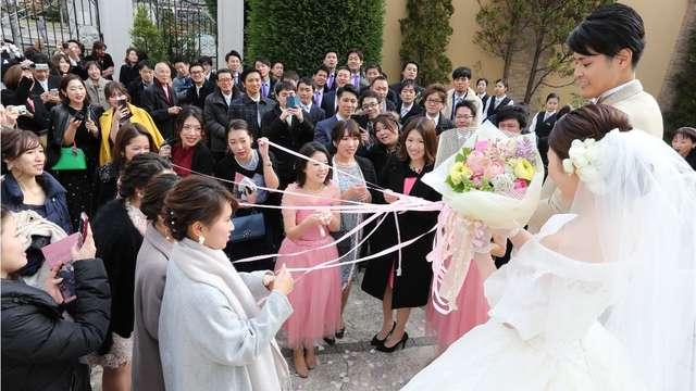 結婚式のブーケプルズ