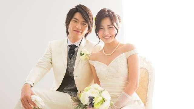 c815b82b7919e ステップ2:花嫁のドレスの色に合わせる. 新郎新婦は、式 ...