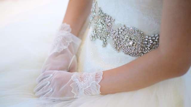結婚式のビジューのサッシュベルト