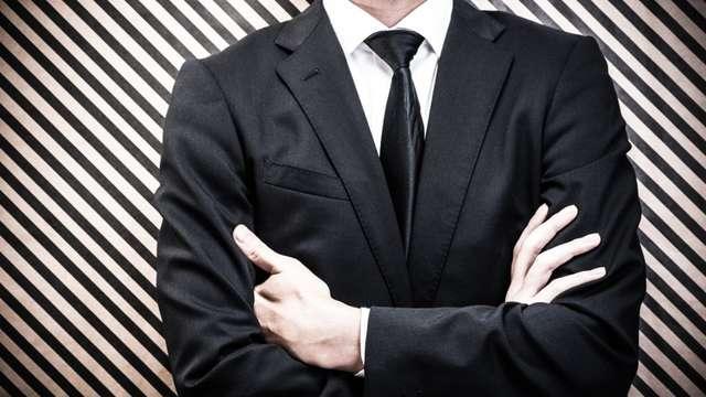 黒やアニマル柄のネクタイ