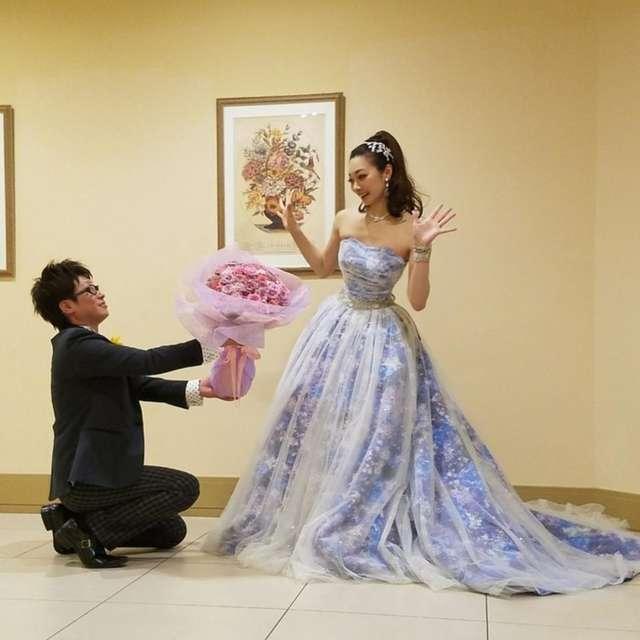 ab655d3f9eccc 華やかなハイポニー×カラードレスで元気いっぱい☆「自分らしい」個性派 ...