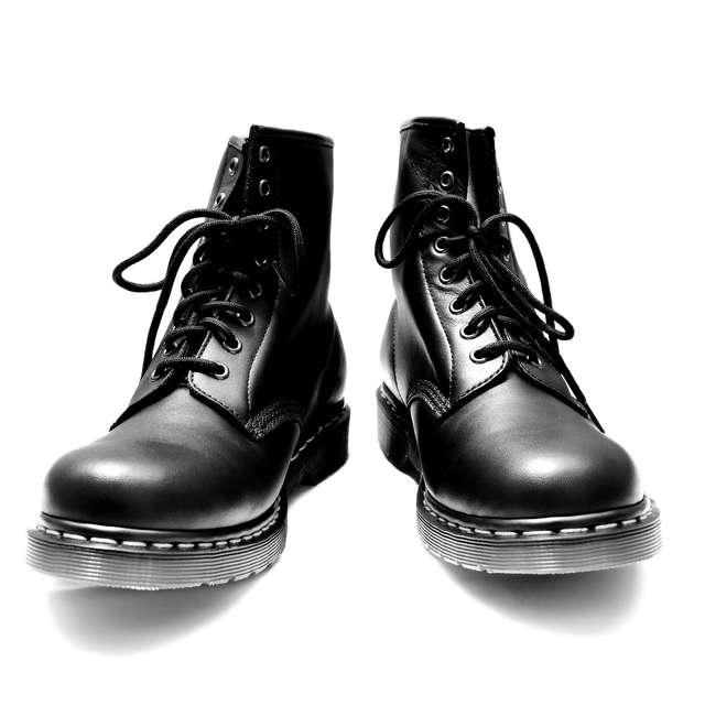 01ab3e70f38d0 雨や雪の日はつい履きたくなってしまうブーツですが、結婚式ではカジュアルすぎるのでタブーです。 また、履き潰した仕事用の革靴なども避けましょう。