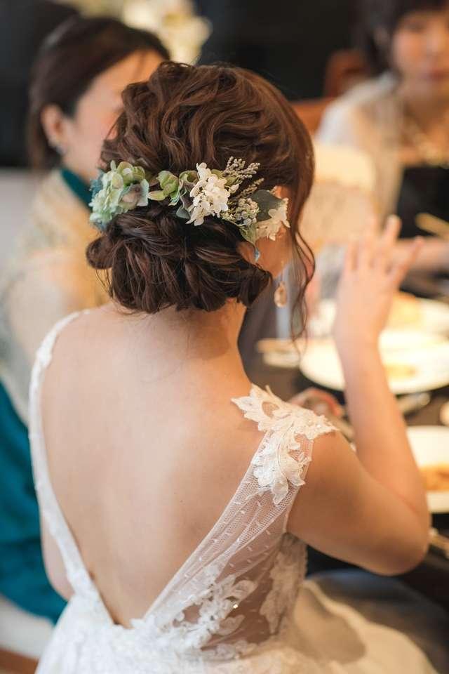 結婚式のドレスV字バックスタイル