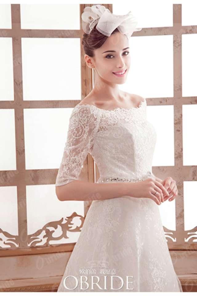 a5ed07b52223f ひじくらいまで長さのある5分丈スリーブのウェディングドレス。レース素材だととてもエレガントな印象ですね♡