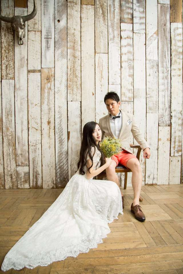 bf4a2b8e2086b これは、ウェディングドレスなどのブランドが主催するイベントで、本番さながらにプレ花嫁&花婿が衣装を着て、プロカメラマンによる撮影をして もらえるというもの!