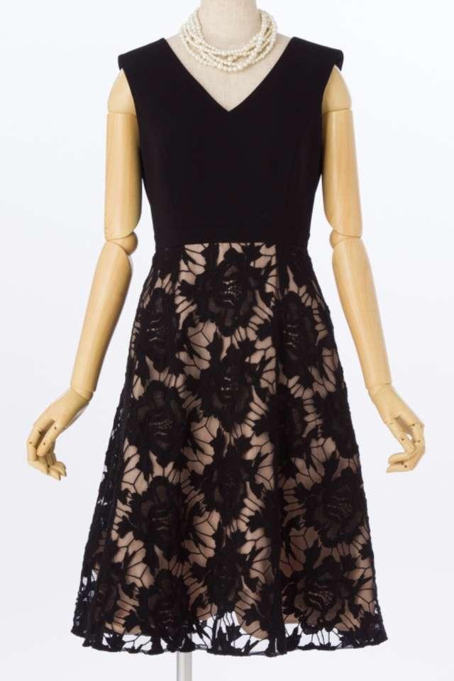 40代向け黒ドレス