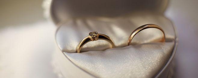 結婚指輪、金属アレルギーの方向けの選び方や対処法