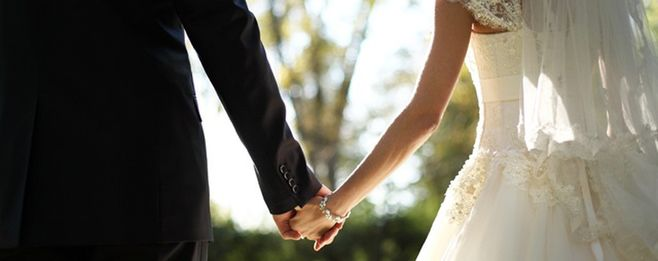 結婚式の費用!実際の支払金額が値上がりする理由って?