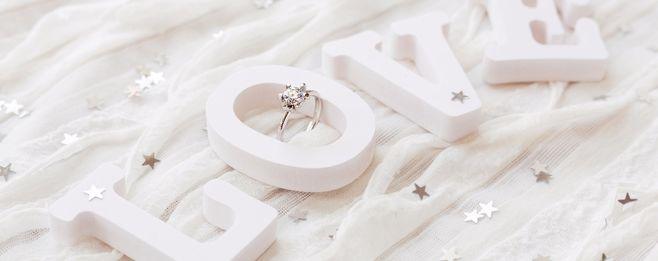 婚約指輪の値段相場は?人気ブランドやデザイン選び方まとめ