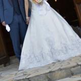 ウエディングドレスとネイビーのタキシード