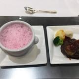 ピンクのセロリのスープがかわいい